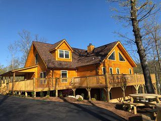 BRAND NEW 6 BR W/EN SUITES | SLEEPS 16 | 360 Mt. TOP VIEWS & DECKS | HOT TUB |