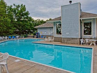 Pool, boat slip, tennis court, play area, pet friendly , close to 4 golf courses