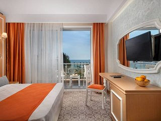 Panoramic Room with Sea View 4