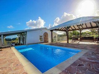 Villa Olga: piscine avec vue exceptionnelle
