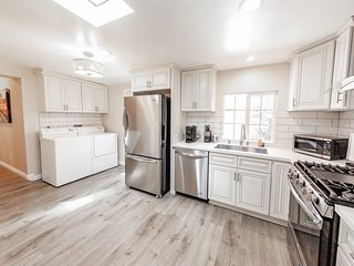 Cedros Back   Newly-built home in Sherman Oaks Near to Universal