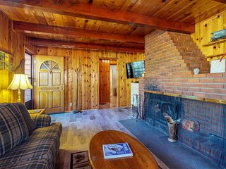 NEW LISTING! Dog-friendly cabin w/wood fireplace, private hot tub -near lake