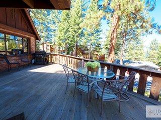 MV19 Lake Tahoe Chataeu close to lake w/ hot tub
