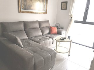 Spacious apartment in Seville with Parking, Internet, Washing machine, Balcony