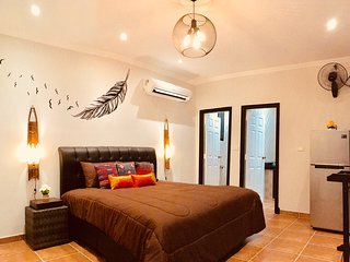 LA PLUME, chambre double de luxe de 60 m2 avec terrasse et cuisine d'été.