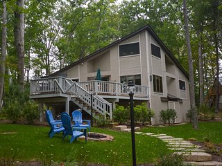 Blue Moon - Blue Moon: Lakefront home with