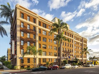 San Diego Studio Suite w/Pool, Golf & FREE WiFi Near Balboa Park
