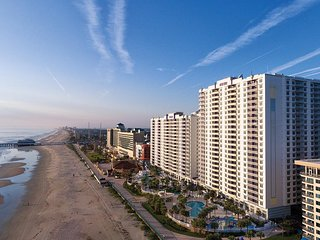Daytona Beach, FL: 3 Bedroom Condo w/Beach, Resort Pools, WiFi & More!
