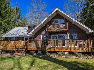 At Ease - Lovely Lakefront home with Hot