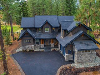 Must See New Suncadia Estate! Year Round Specials | Hot Tub | On the Course!