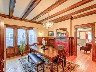 *H NEW!* Victorian Mansion, Classic & Elegant, just North of Downtown