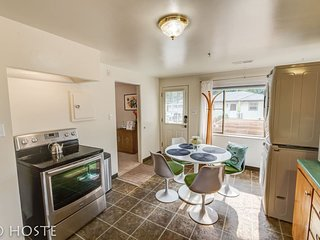 ☮1 BR☮70's inspired comfy condo☮close to Broadmoor