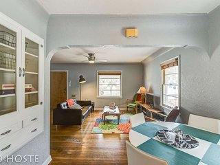 *H* New! 2BR Bright & Charming, Classic House