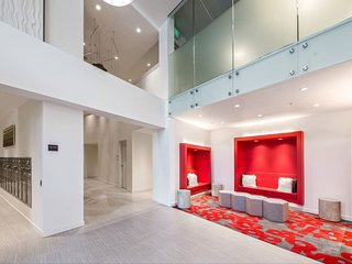 Stylish brand new 2B apt at downtown park