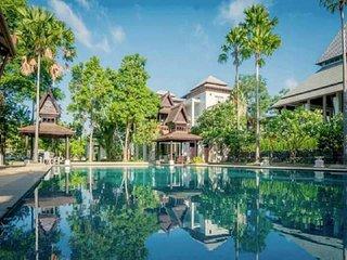Nakawana Villa 5 bedroom Sleeps 12 in Pattaya