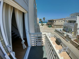 Cozy Beach Condo - Ocean View, Steps to Beach & Belmont Park