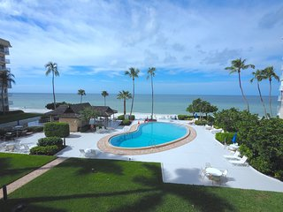 LUXURY Oceanfront Condo  - Directly on the Beach and Pool - Gym, Library, Lobby,