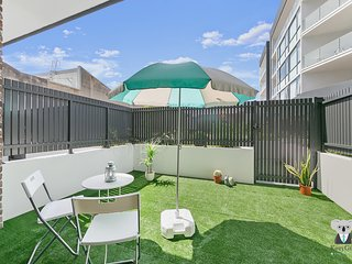 Metro Vintage 2 Bed Townhouse | 10mins to SYD CBD