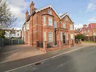 ST JUDES, short stroll from beach, private patio, in Mundesley