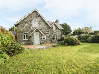 SOUTH LODGE, Woodburning stoves, WiFi, Dog friendly, Dyffryn Ardudwy