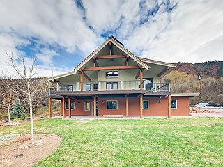 Chic Rocky Mountain Gem! Brand-New 3BR w/ Deck on Crystal River