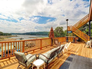 3BR/3BA Lakefront House with Elevated Views, Walk to Beach, Sleeps 10