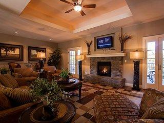 Quaint Quarters - 4 Bed/ 4 Bath Golf Villa perfect for Large Families!