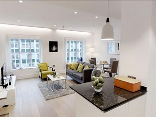 603 Kingsway · Luxurious 2 Bed Apartment Near Royal Opera House