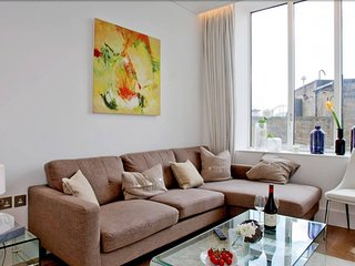 506 Kingsway · Luxurious Apartment In a Perfect Location