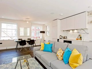 Pink Mews E6 · Extremely Stylish 2 Bed Apt In a Top Location