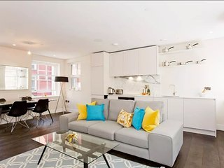Pink Mews E10  . Spacious 2 Bed Apartment In a Luxurious Building