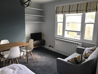 Wimbledon Park Rd . Cozy And Bright Studio Near Wimbledon Park