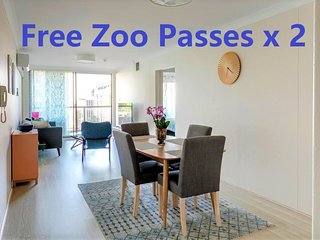 2 Bedroom Apartment Heart Of Sydney CBD/2 mins to Station/ NetFlix & Zoo Pass x2