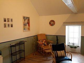 Nouveau a Bayeux : dans immeuble 18eme, belle petite suite, 2-4 personnes,
