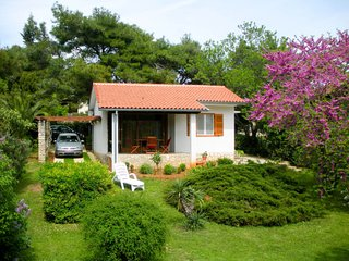 1 bedroom Villa with Air Con, WiFi and Walk to Beach & Shops - 5650590