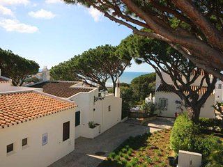 3 bedroom Villa with Air Con, WiFi and Walk to Beach & Shops - 5689260