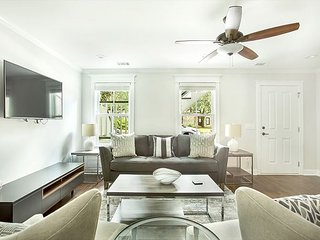 Stay Local in Savannah: Street-level apartment with kitchen, walk everywhere!