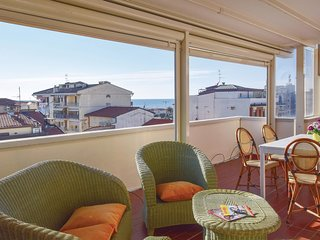 2 bedroom Apartment in Viareggio, Tuscany, Italy - 5689148