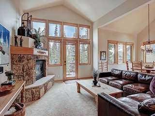 Spacious Townhome next to Nordic Center-Shuttle to Peak 8 and Town-New Hot Tub