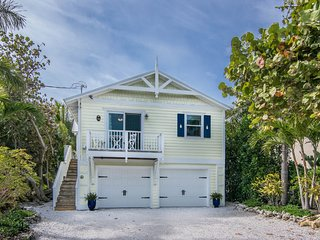 Dragonfly Pointe - a Charming Cottage Steps from the Beaches of Bean Pointe