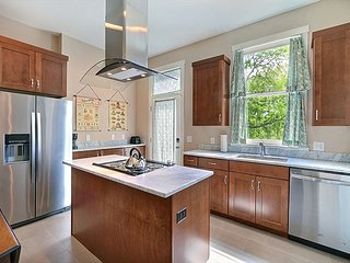 Beautifully Renovated Town Home in a Great Location Close to Forsyth Park