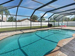 SWFL Rentals - Villa Maret - Newly Rennovated Heated Pool Home Sleeps 6