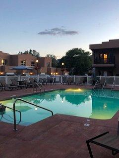 2 bedroom, beautiful pool side condo, lake right across the street