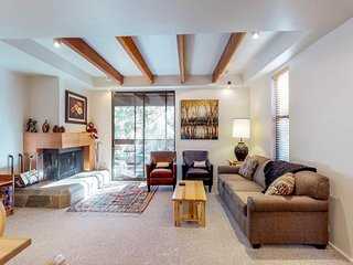 Cozy ski townhome w/ access to shared pool, hot tub, & sauna