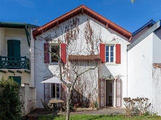 Maison de ville avec jardin et garage, proximite du centre ville, 6 a 8 pers et