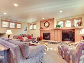 NEW LISTING! Luxurious home near SHARC & Village w/private hot tub