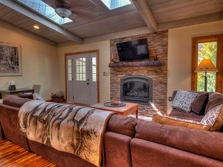 Newley Renovated Vail Home; 10 minutes From Slopes