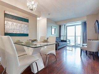 Luxury and Spacious 2-Bedroom 2-Washroom Condo