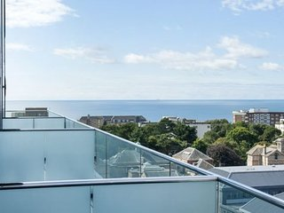The Chocolate Box - Luxury, central two bed apartment with sea views