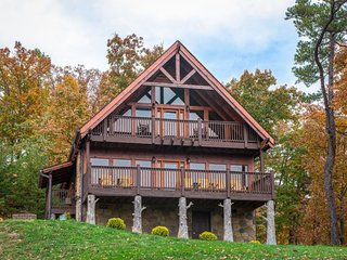 Updated, mountain view cabin w/ private hot tub, furnished decks, game room!
